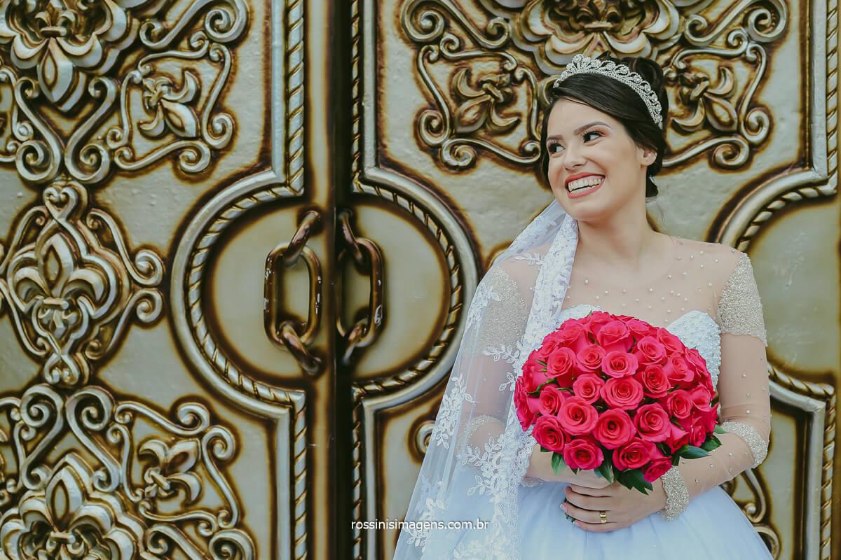 Fotografia de Noiva com Buquê Natural de Noiva feito pela Celina Flores, Buquês Para Noivas Na Celina Flores, Rossinis Imagens e Monte Castelo Eventos, Ensaio Pos Casamento