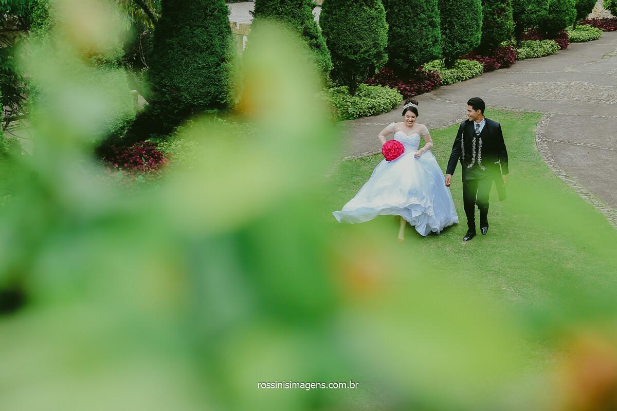 Trash The Dress de Rafa e Fernando o mesmo Traje do Casamento um ano depois Para Realizar o Ensaio Com a Rossinis Imagens Fotografia de Casal