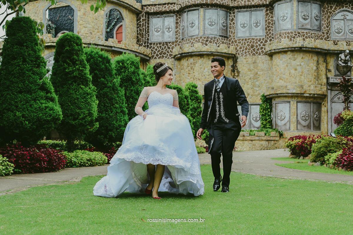 Fotografia de Ensaio Trash The Dress Casal No Ensaio Pos Casamento No Castelo Monte Castelo Eventos em Mauá e Fotografo da Rossinis Imagens