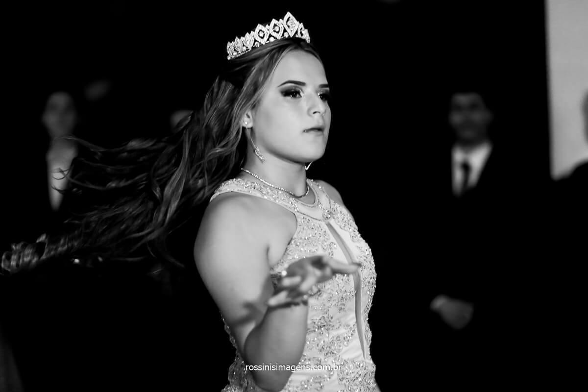 Fotografo de Festa de 15 Anos, Debutante dançando na balada