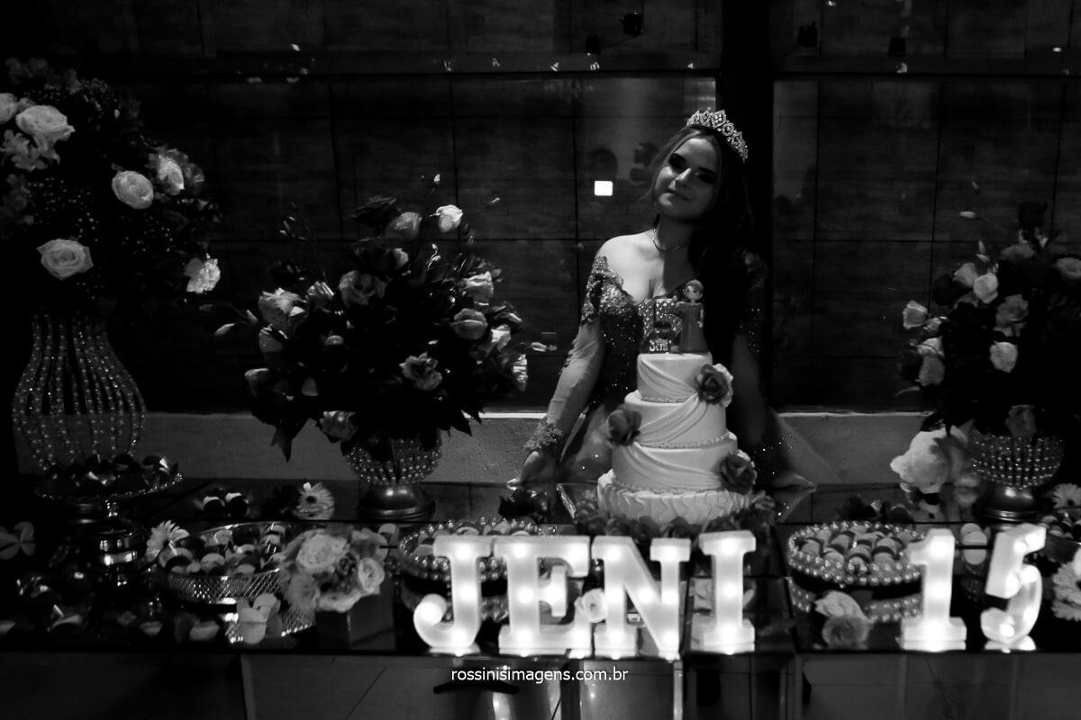 Fotografia na mesa do bolo festa de 15 anos, Quinze anos Debut