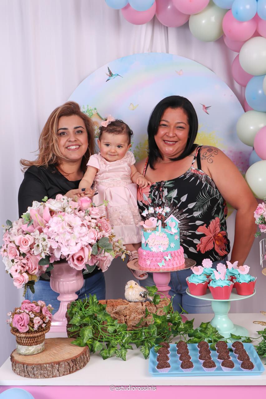 fotografia com as tias na mesa do bolo na festa no estudio, @estudiorossinis