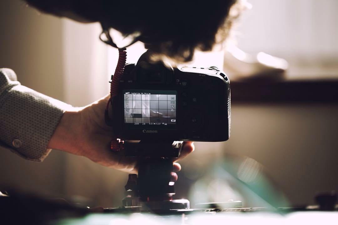 Imagem capa - Short Films, a tendência dos filmes de casamento que agrada os novos casais. por 2B Filmes
