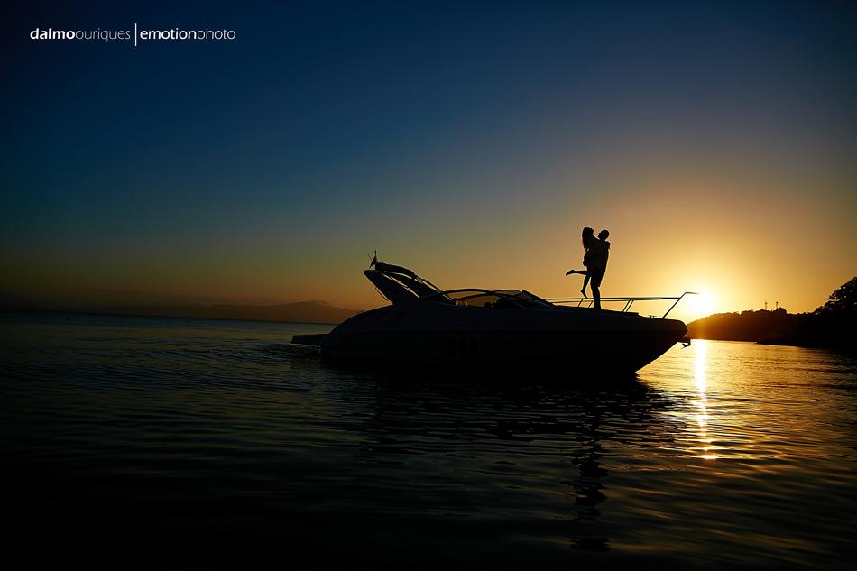 Resultado de imagem para casal  barco
