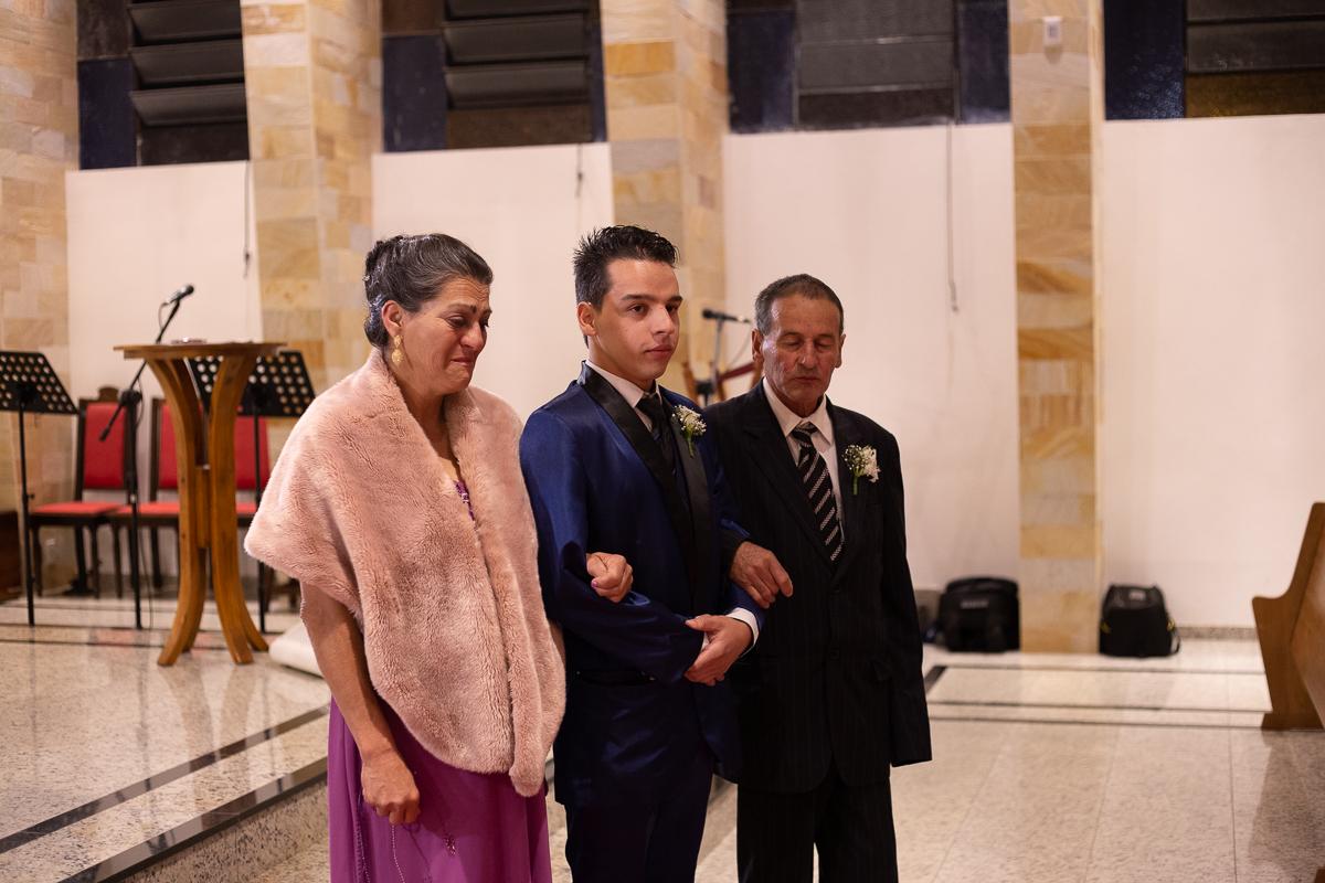 retrato do noivo com os pais