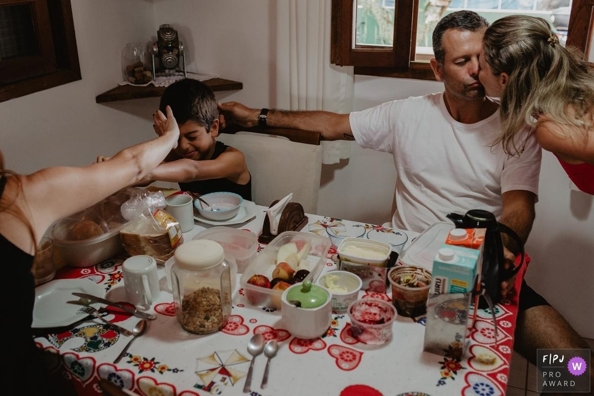 Imagem capa - 7 fotos premiadas no 5º round do FPJA – Family Photojournalist Association por Thiago Cintra Nunes Braga