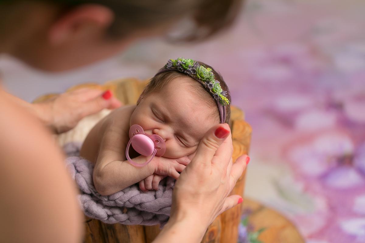 Imagem capa - Por que o bebezinho gosta de sugar? por Gustavo Sousa Fotografia