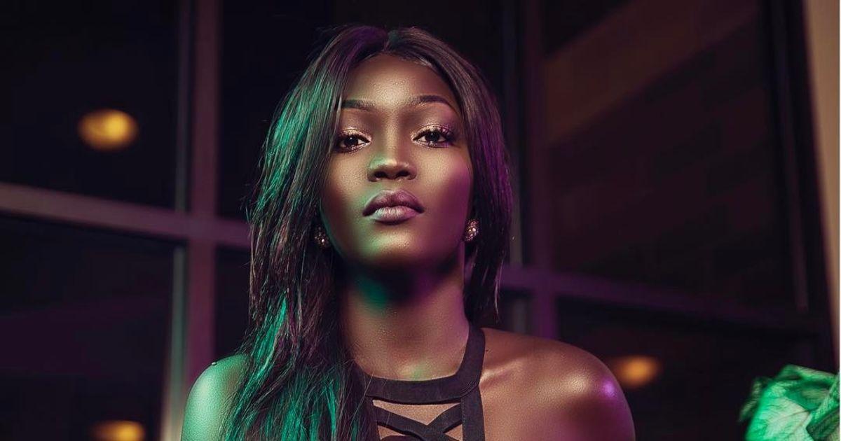 Imagem capa - Modelo com a tonalidade de pele mais escura do mundo se torna ícone de beleza e diversidade por Gislaine Reis