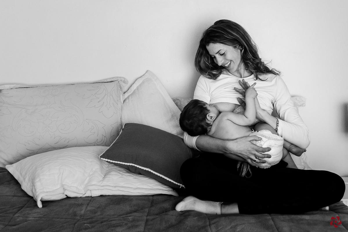Imagem capa - Amamentar é loucura, razão e se doar por inteiro! [Amamentação e Vida Real] por Kelly Schmidt - Fotografia feita de amor!