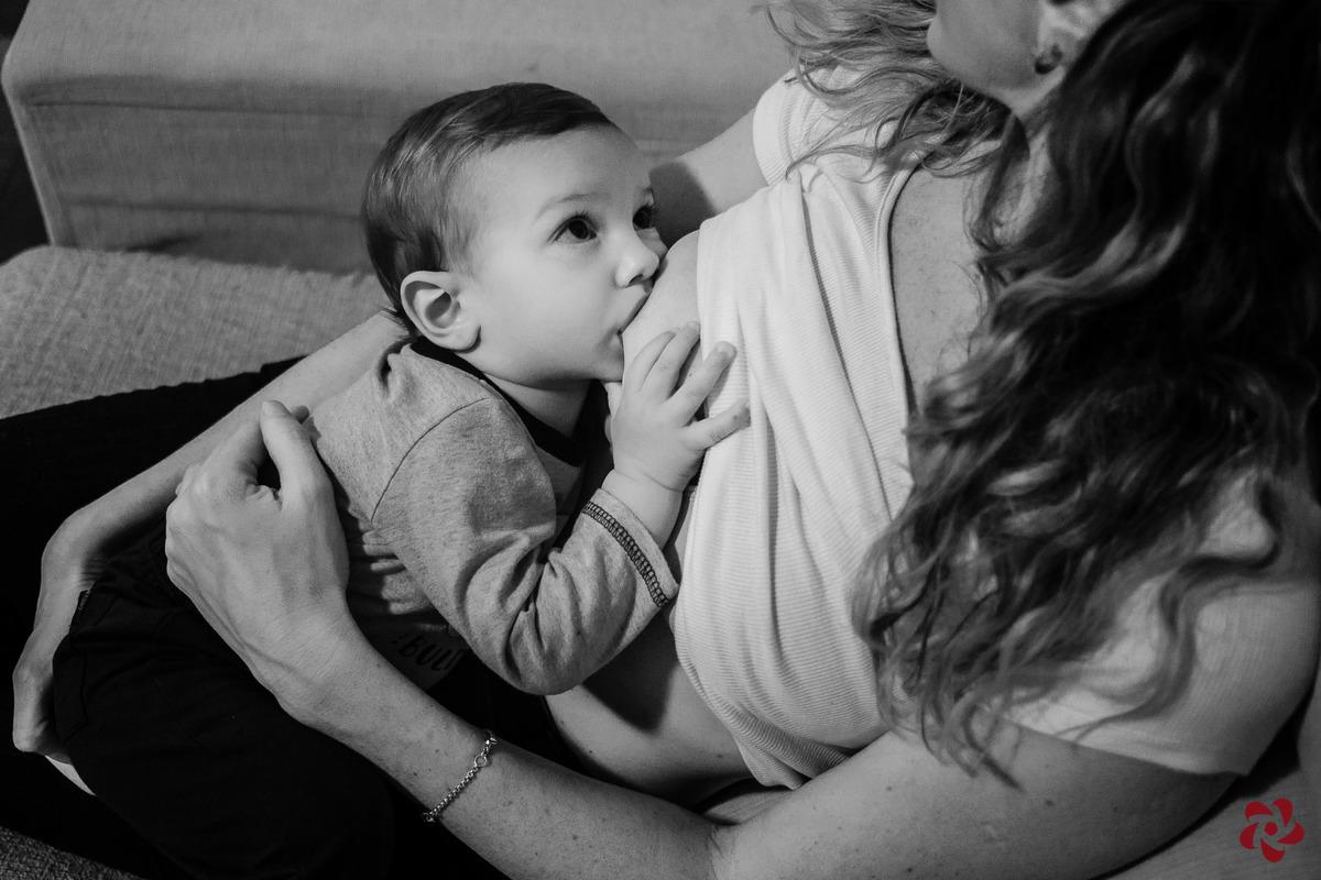 Imagem capa - Amamentar o filho até os 2 anos? Cadê o bom senso? por Kelly Schmidt - Fotografia feita de amor!