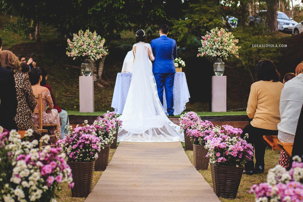 Imagem capa - Superstições de casamento: Noiva do lado esquerdo do noivo. por JC Foto e Vídeo