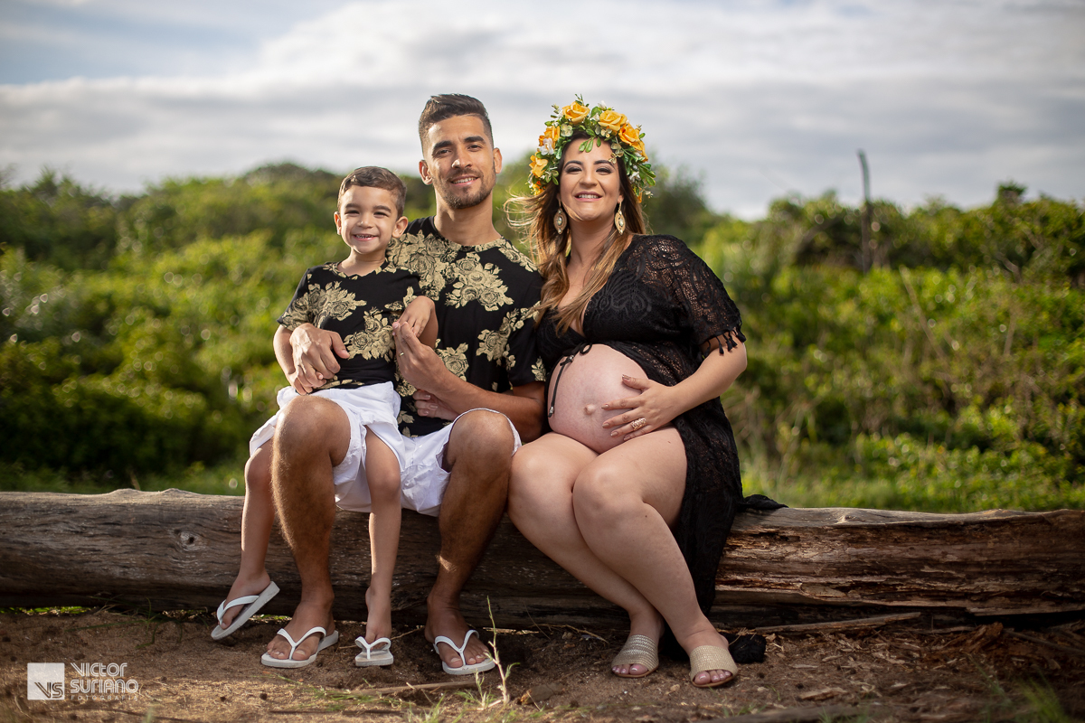 ensaio gestante com grávida vestindo bata na cor preta
