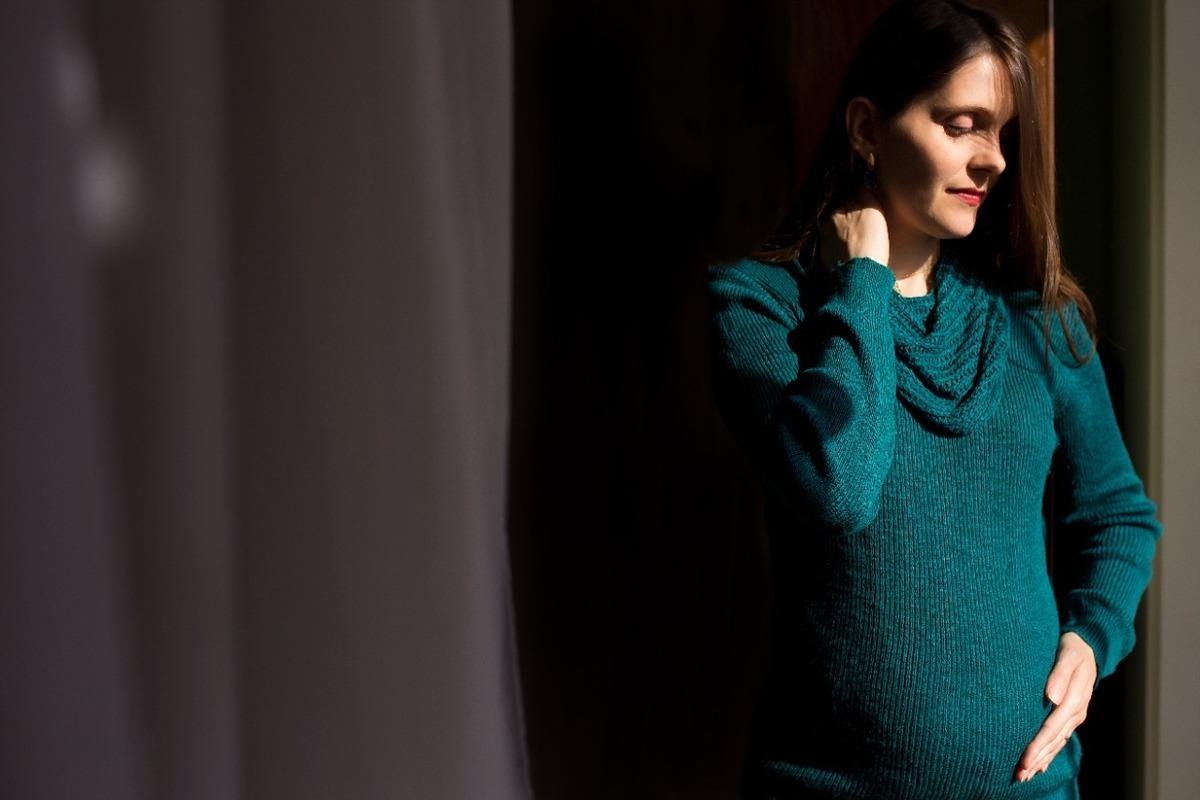 Imagem capa - Como criar uma conexão com o seu bebê desde os primeiros momentos de gestação? por Karina Ferreira Frias