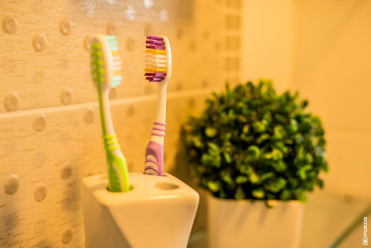 ensaio casal, ensaio fotográfico, amor, lajeado, casa nova, ensaio casa nova, escova de dente, banheiro