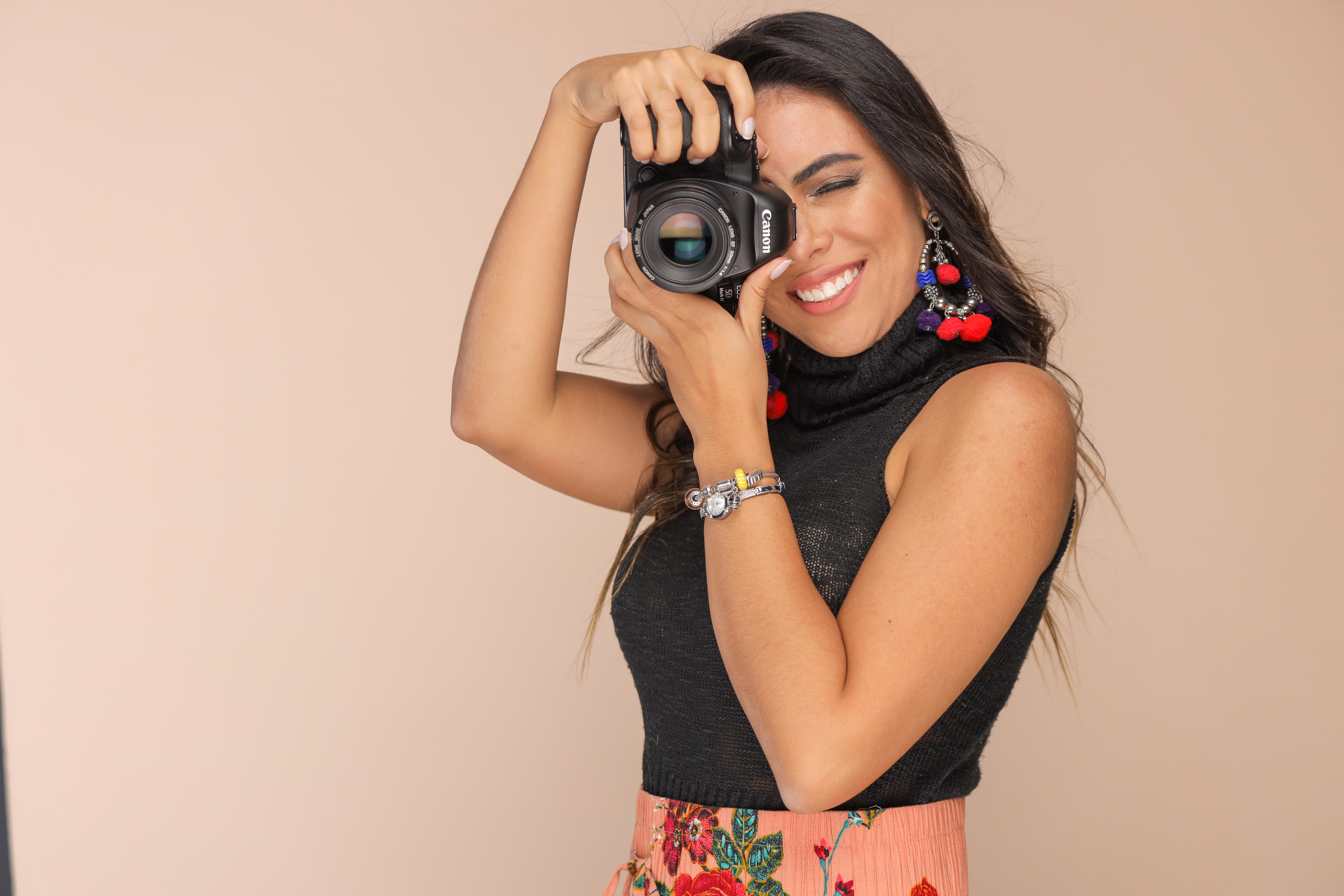 Sobre Isa Dantas - Fotógrafa  - Família - Infantil - Nascimento - Maringá