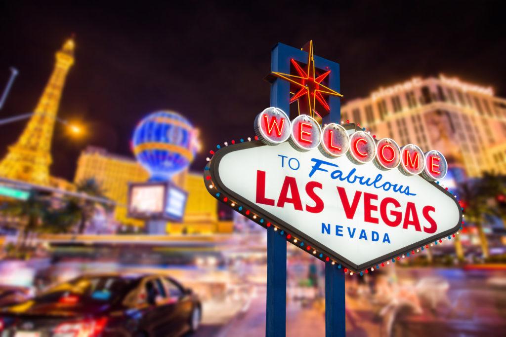 Imagem capa - Capela de Casamento estilo Las Vegas chega em Gramado/RS! por Mini Estúdio Ltda
