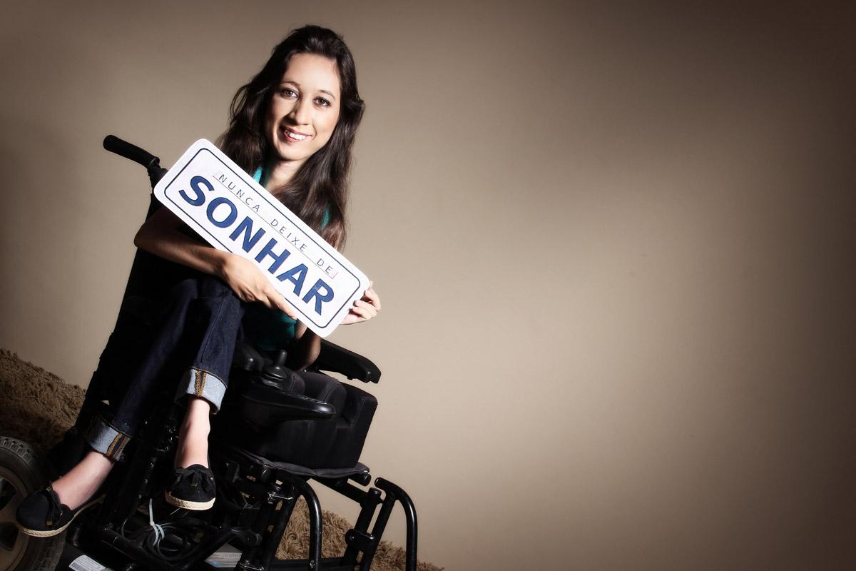 Imagem capa - Ensaios fotográficos retratam beleza de mulheres com deficiência por Ivna Sá Para Mulheres