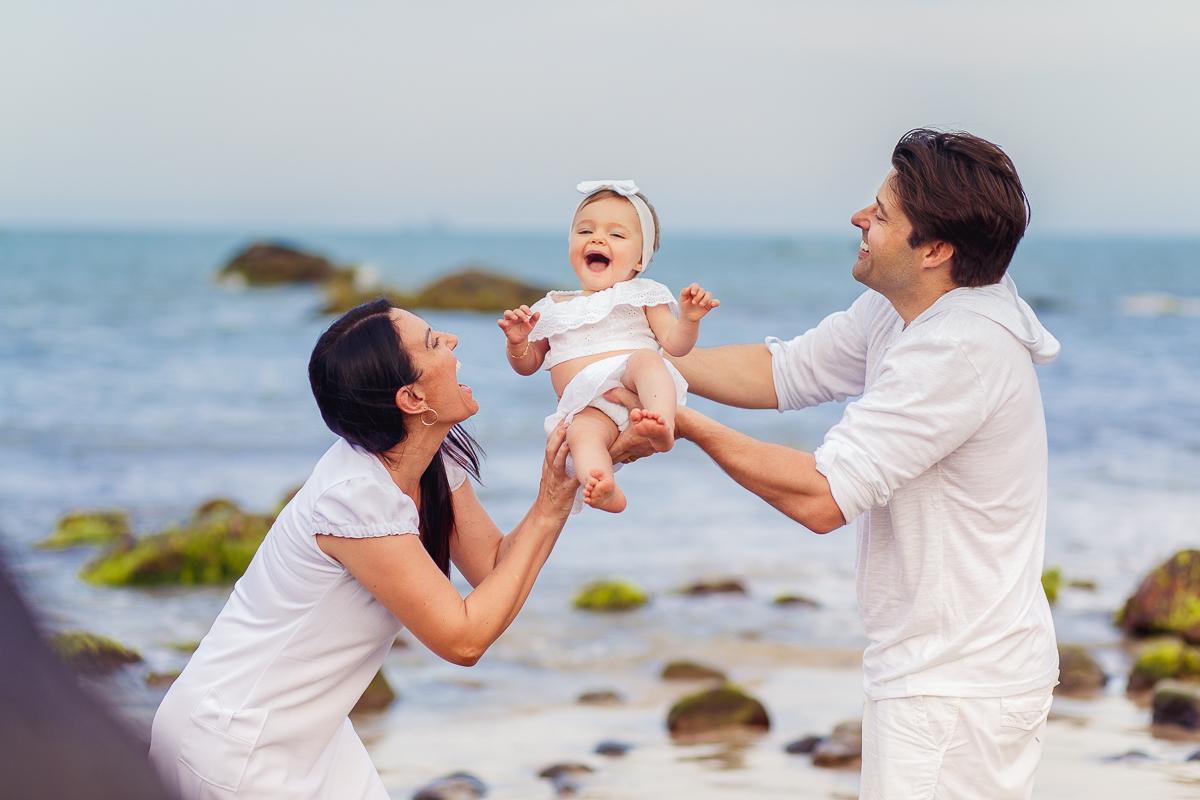 Imagem capa - Verão, praia e diversão! Porque fotografar sua família na praia nesta época do ano é o momento ideal? por Deise