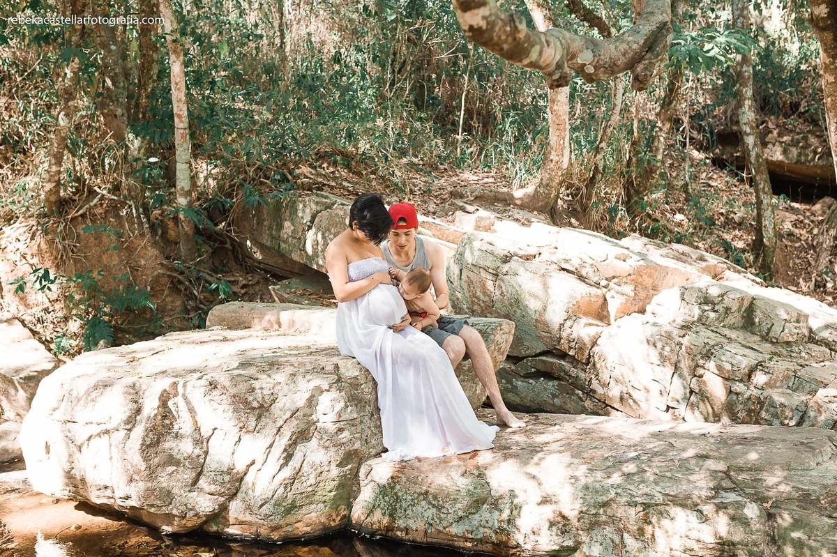 Foto de Rosa, Brayan e Ian esperando a Ana Laura