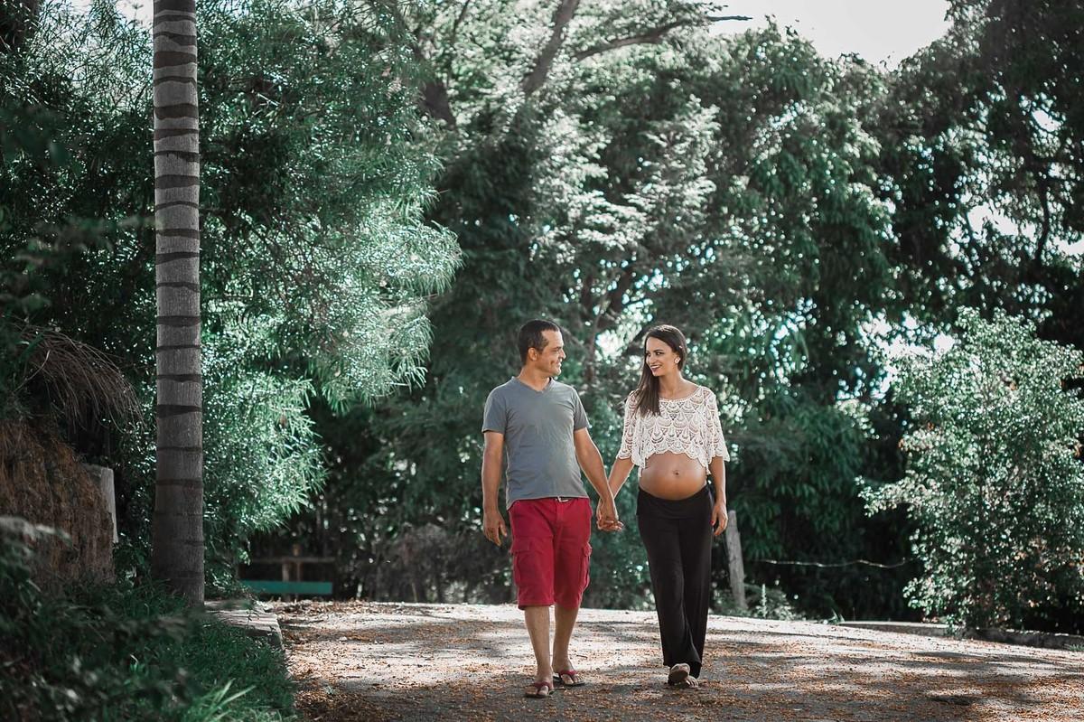 Foto de Tatiele e Luciano esperando a Lívia Maria