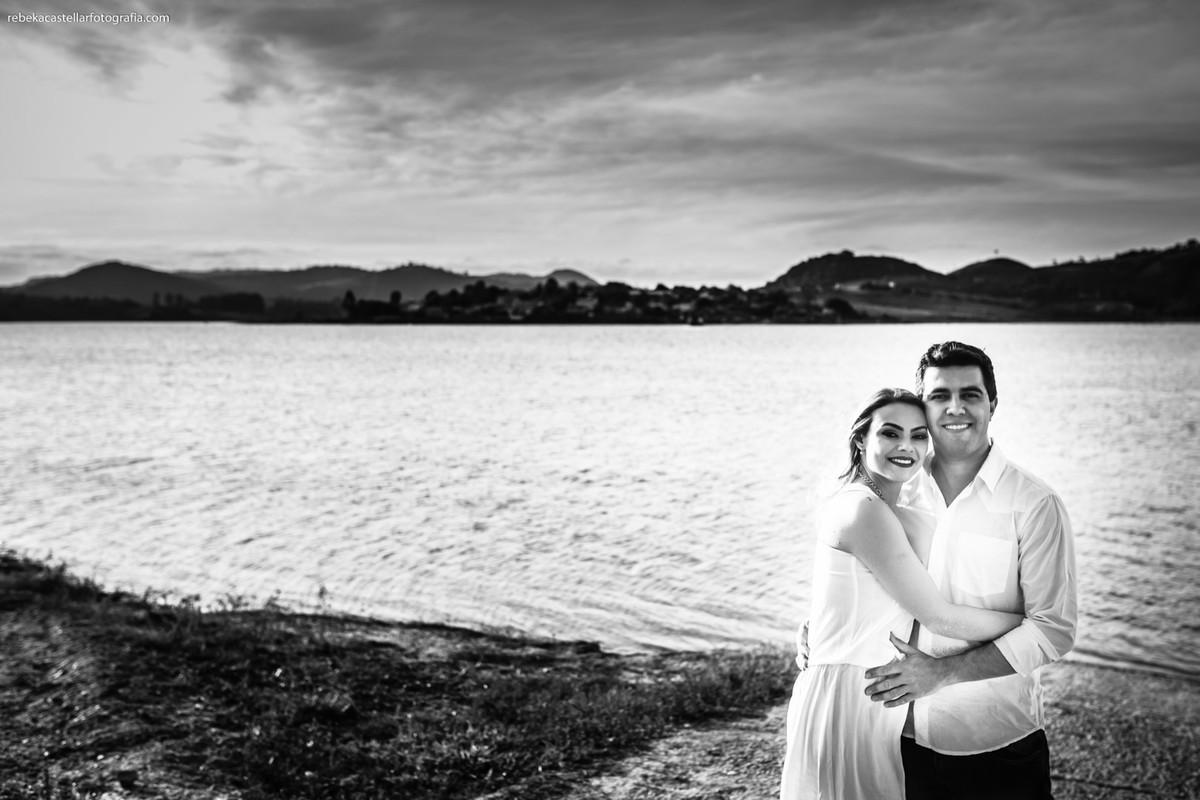 Ensaio de casal no lago