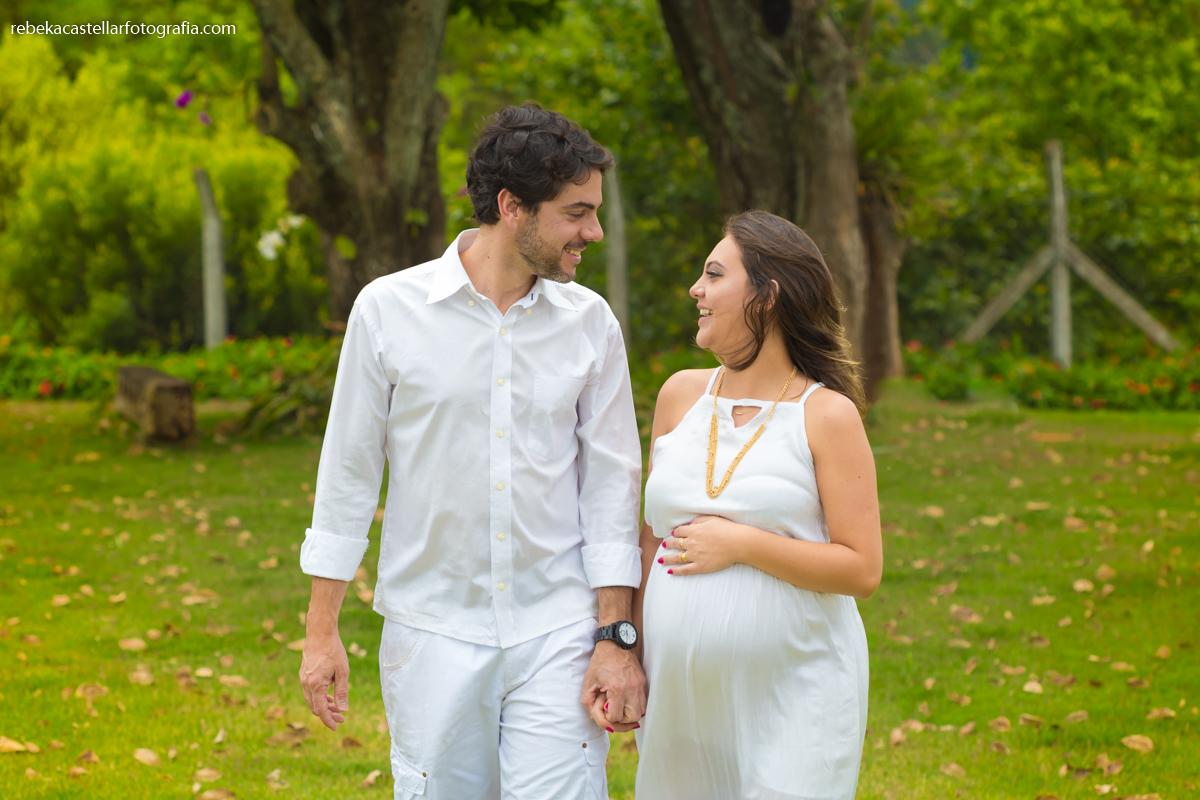 Foto de Tamires e Daniel esperando a Manuela