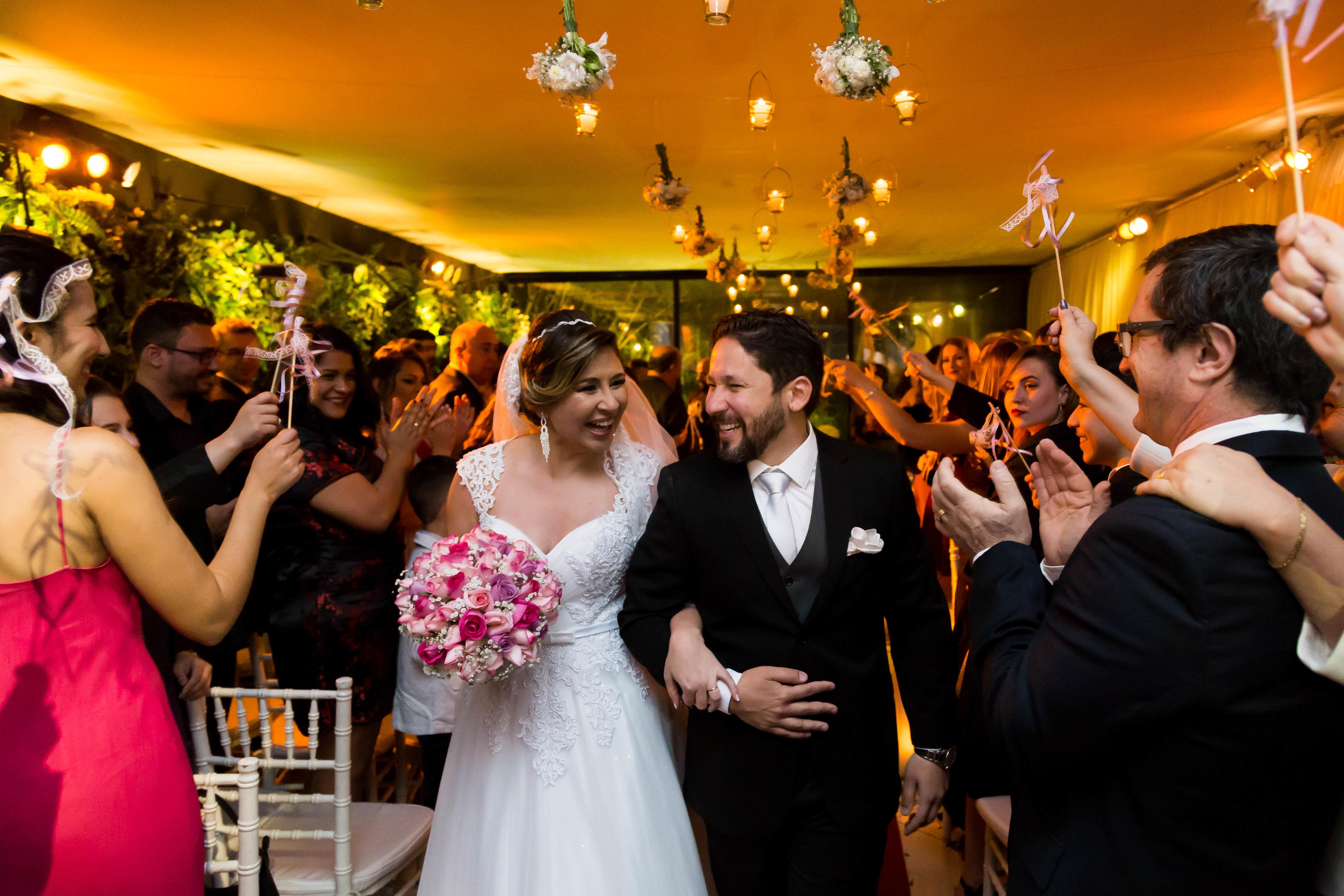 Imagem capa - 3 motivos para ficar alerta com os fornecedores de casamento por Fotógrafo John Edgard