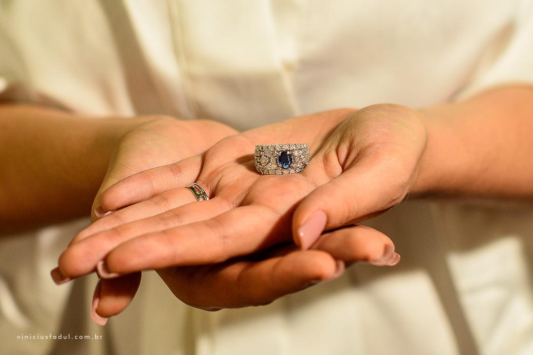 Imagem capa - Em qual mão usar o anel de noivado? por Vinicius Fadul Fotografias de Casamentos