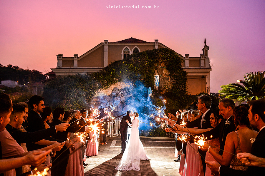 Imagem capa - 10 maneiras de estar mais presente no dia do seu casamento  por Vinicius Fadul Fotografias de Casamentos