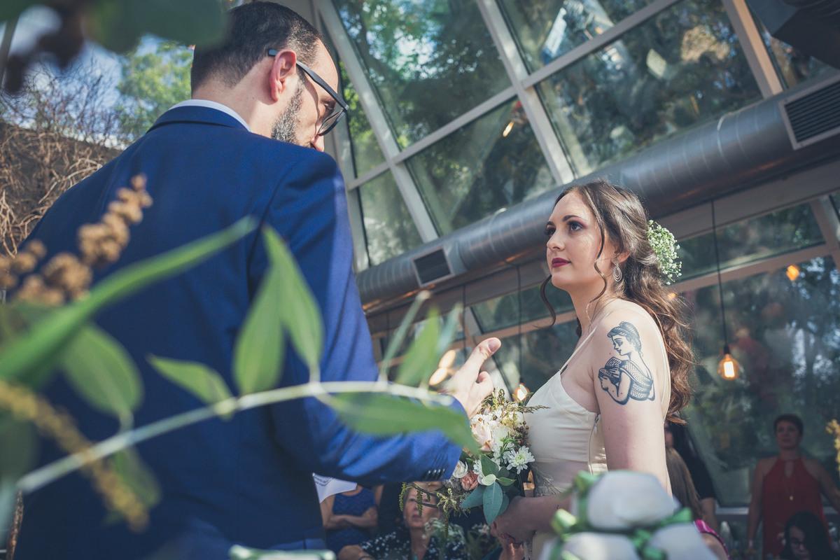noiva olha para noivo