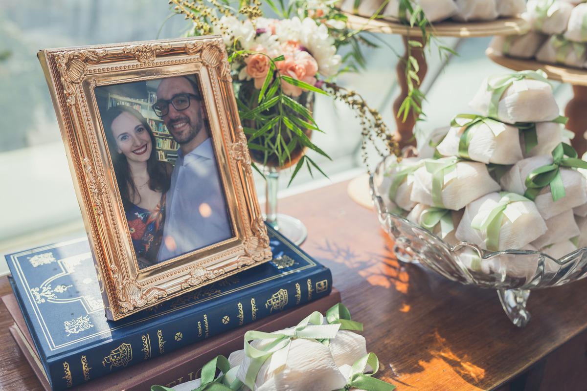 decoração de casamento miniwedding restaurante petí com foto do casal e bem casados