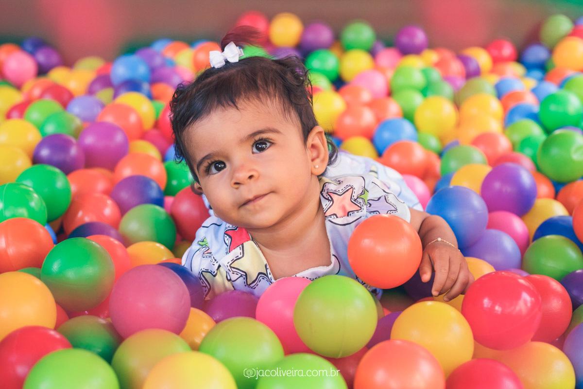 fotógrafo festa infantil porto alegre antonia 1 ano na piscina de bolinhas