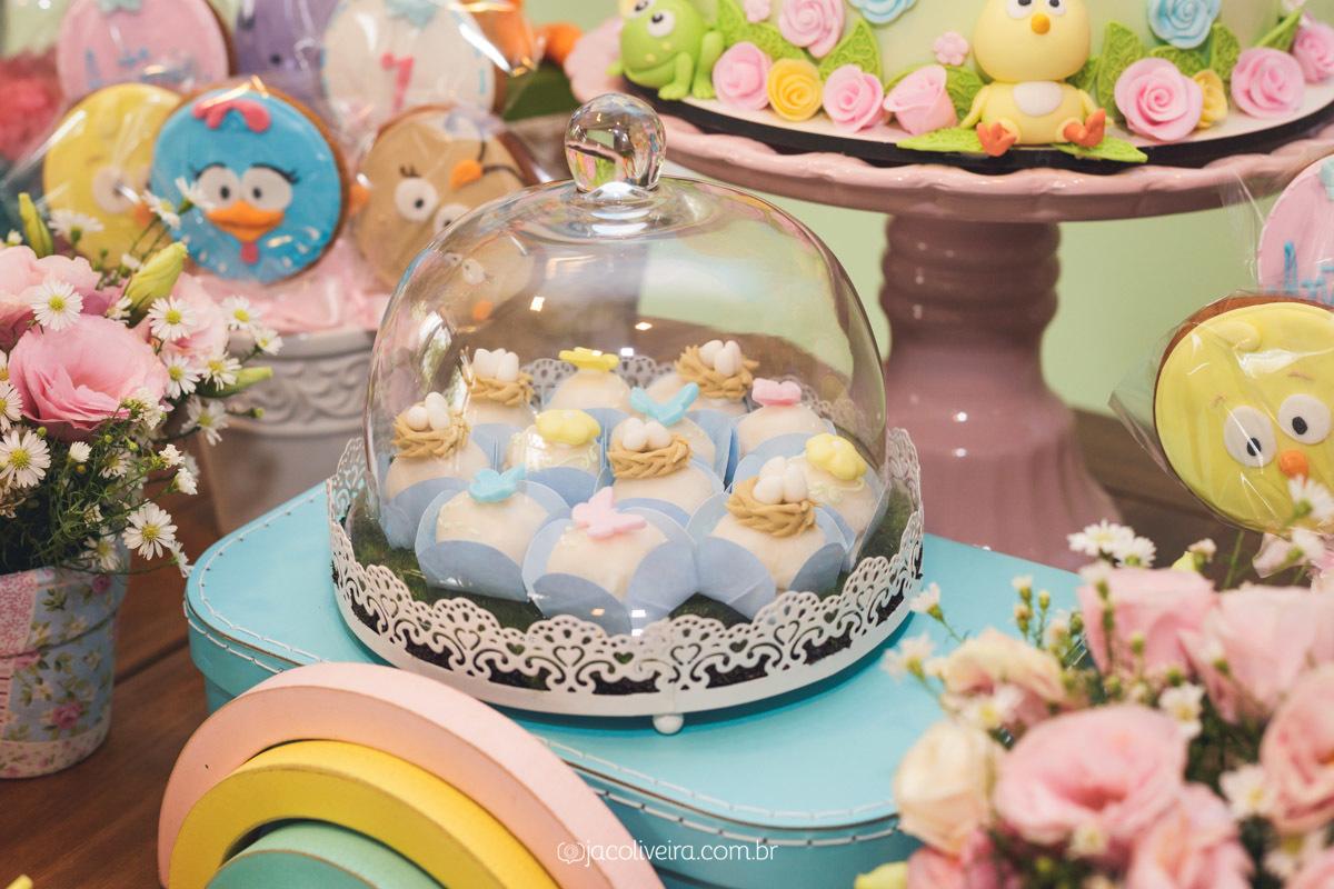 decoração galinha pintadinha docinhos mesa do bolo candy color