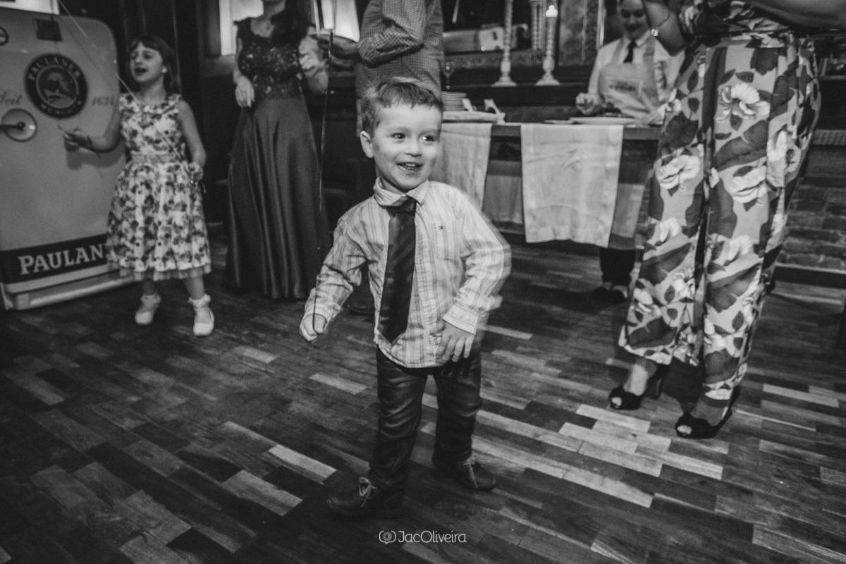fotógrafo formatura festa porto alegre; menino dança
