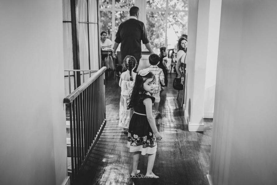 fotógrafo de festa infantil em porto alegre menina caminhando