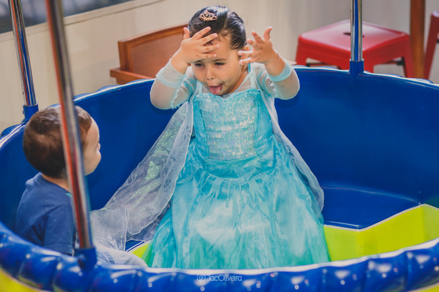 fotógrafo de festa infantil em porto alegre menina vestido frozen