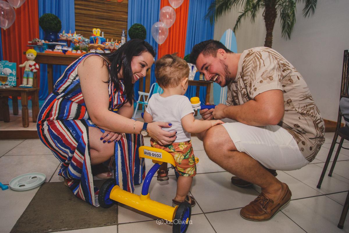 fotografo festa infantil canoas yupi festas menino e triciclo amarelo com azul