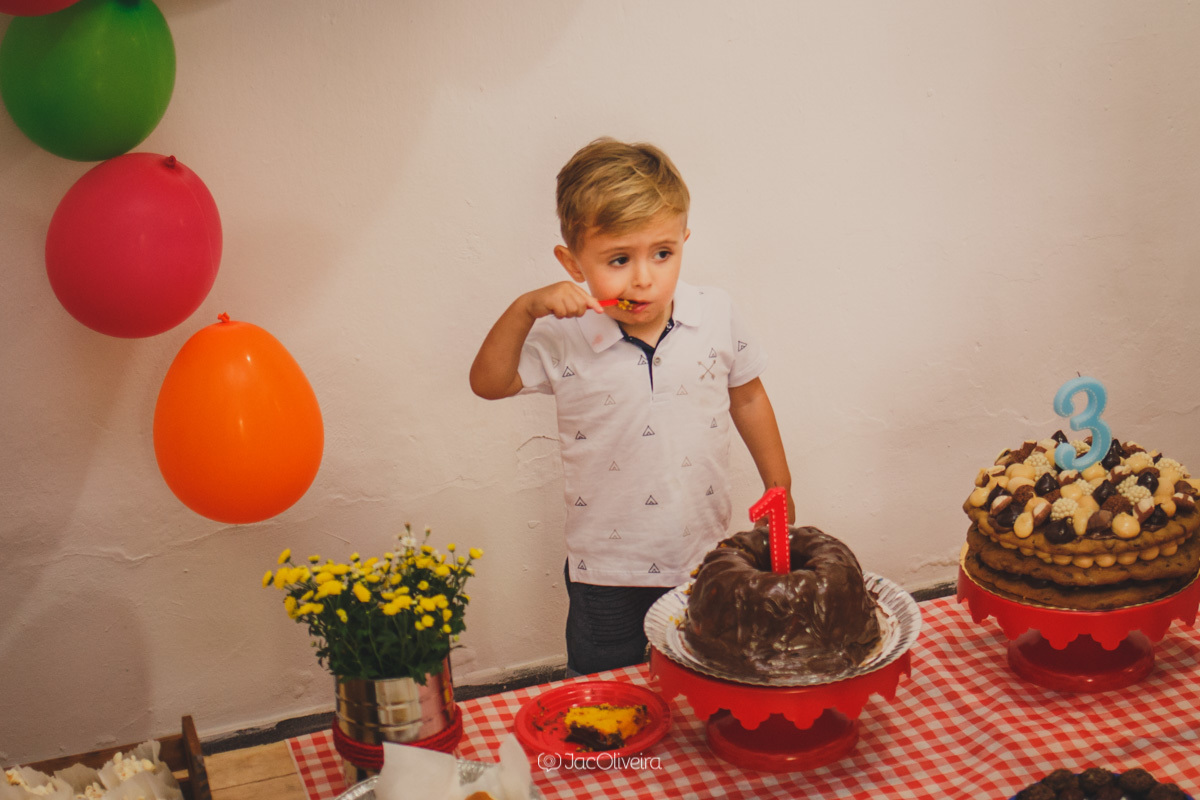 fotógrafa infantil porto alegre charqueadas menino come bolo