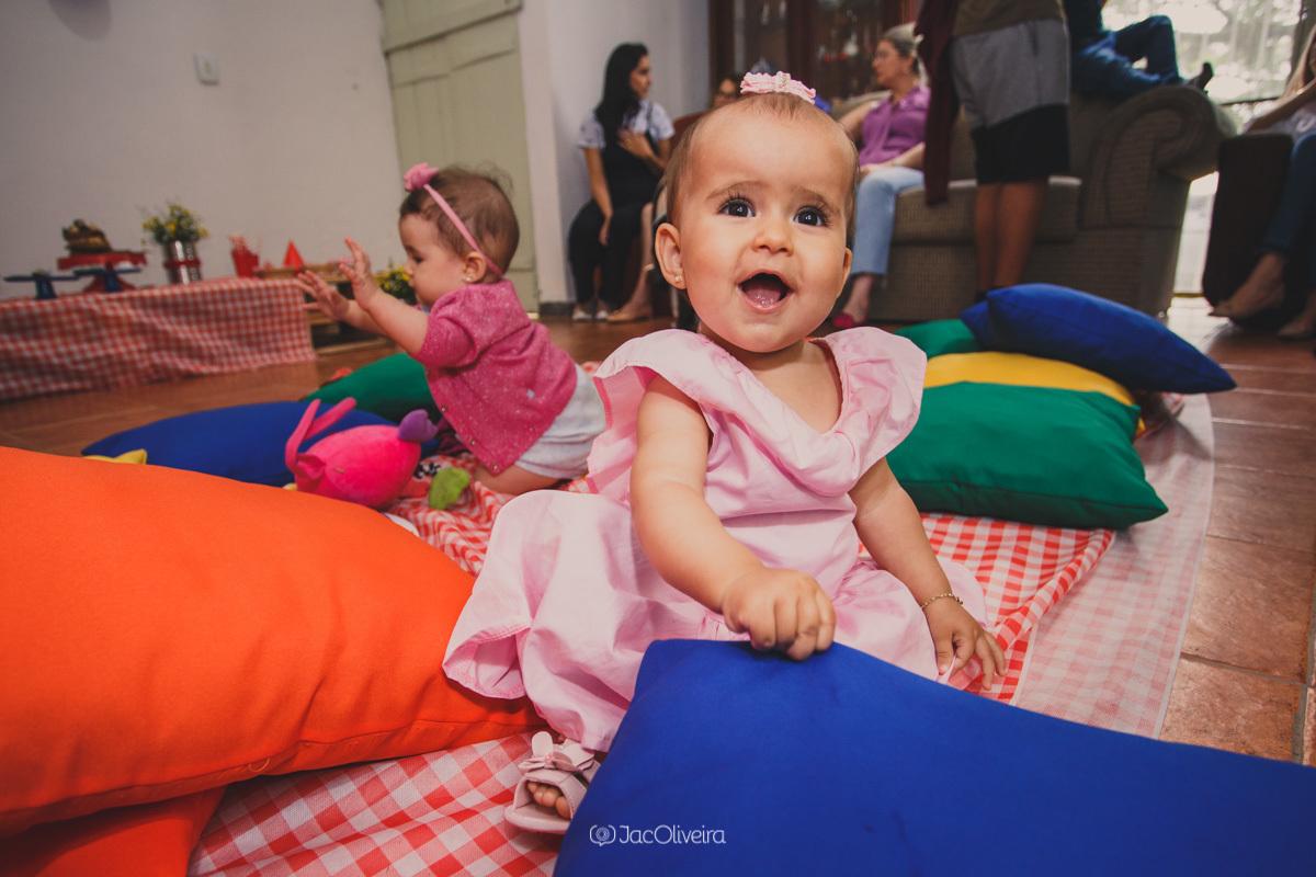 fotógrafa infantil porto alegre charqueadas bebe de 1 ano brinca