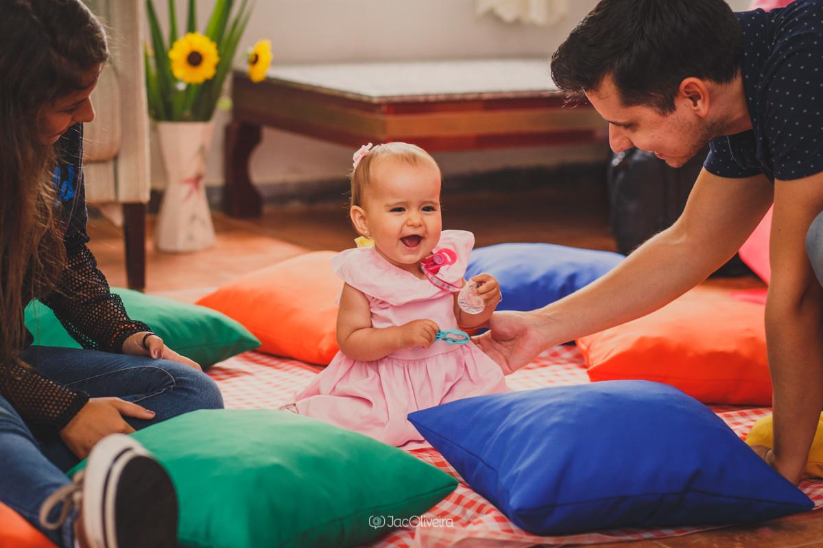 fotógrafa infantil porto alegre charqueadas menina brinca com pai