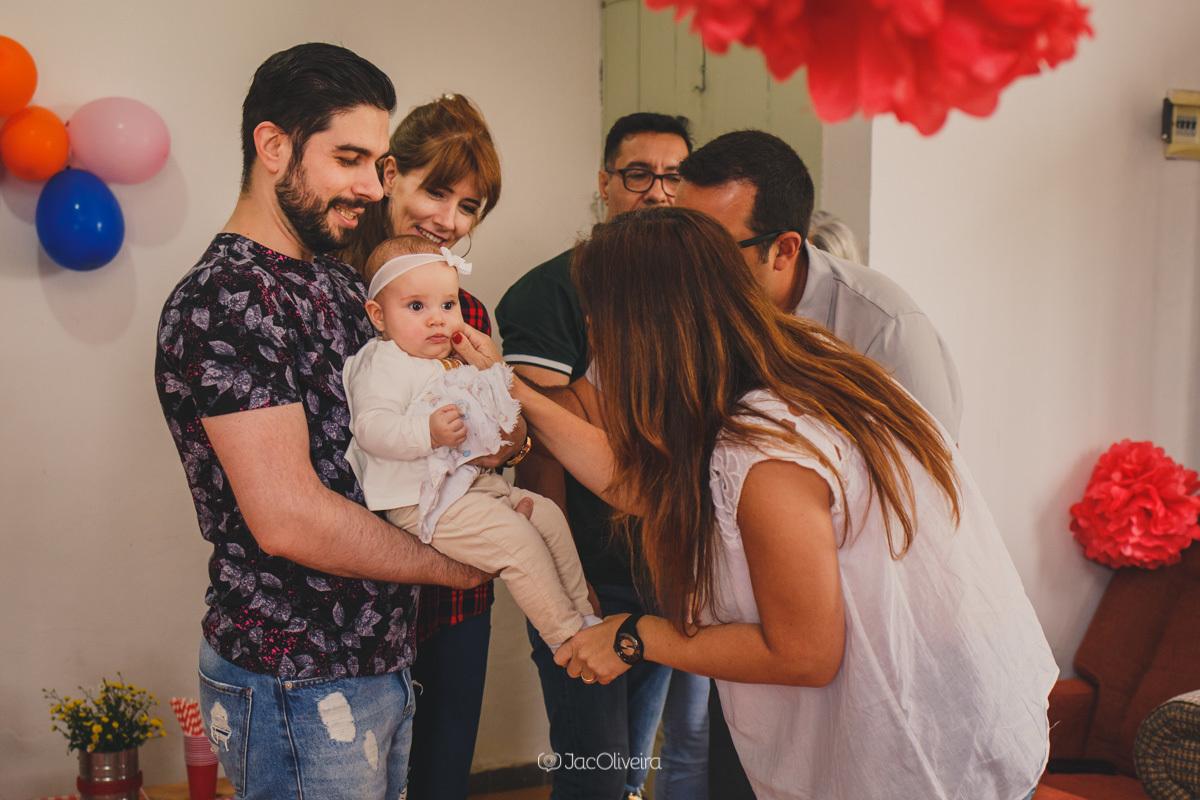 fotógrafa infantil porto alegre charqueadas parentes brincam com bebê