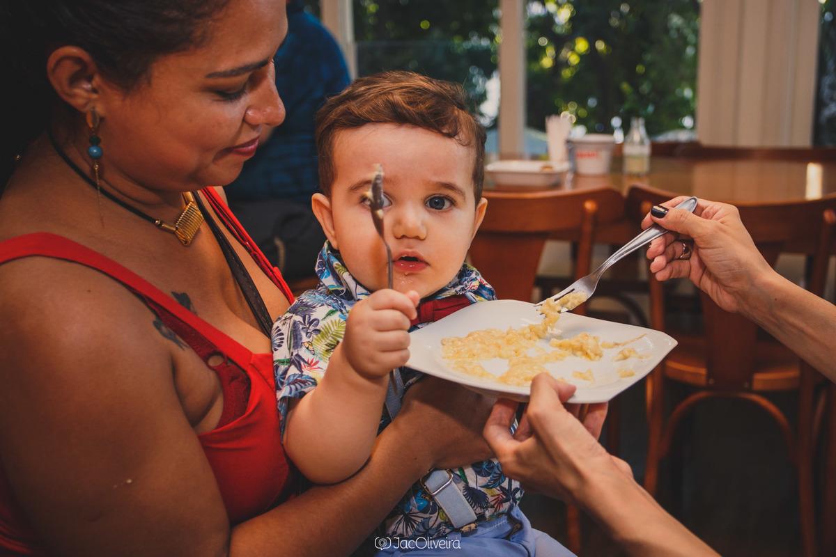 fotógrafa infantil porto alegre 1 aninho menino eduardo comendo papinha