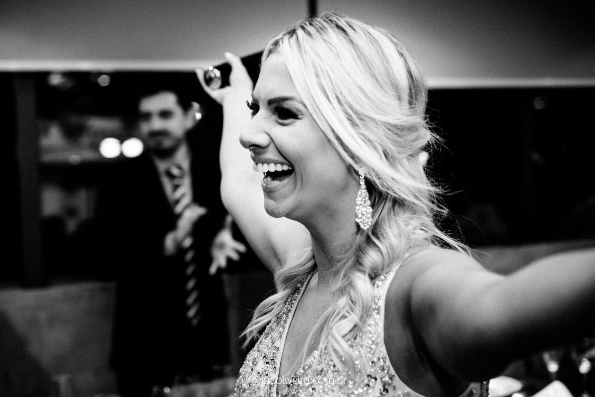 fotógrafo em porto alegre formatura pb luiza sorrindo