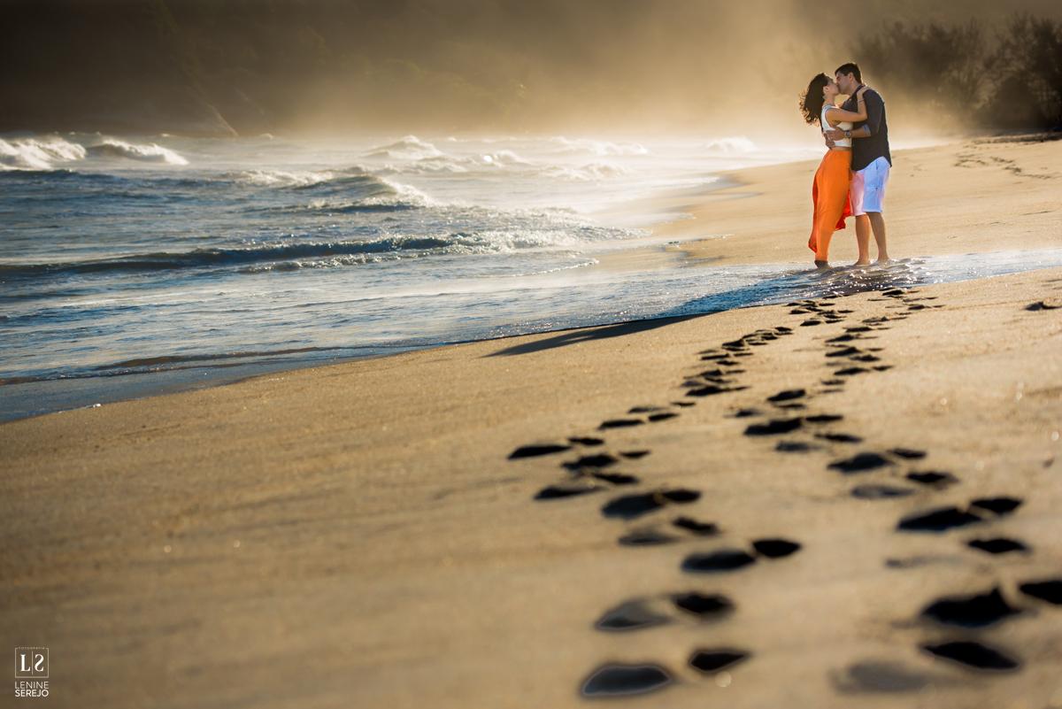 Imagem capa - Quer ganhar um ensaio pré-wedding + um álbum tipo revista com as melhores fotos? por Lenine Serejo Fotografia