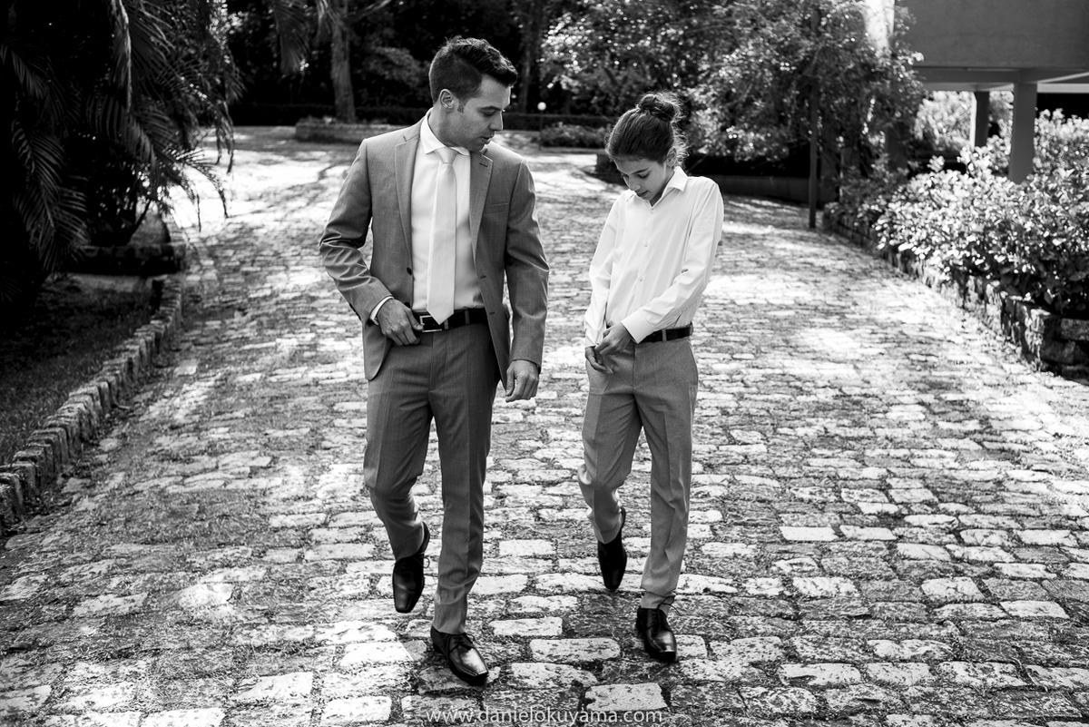 noivo re filho caminhando rumo ao casamento no espaço serra do mar em são bernardo do campo fotógrafo de casamento em são paulo