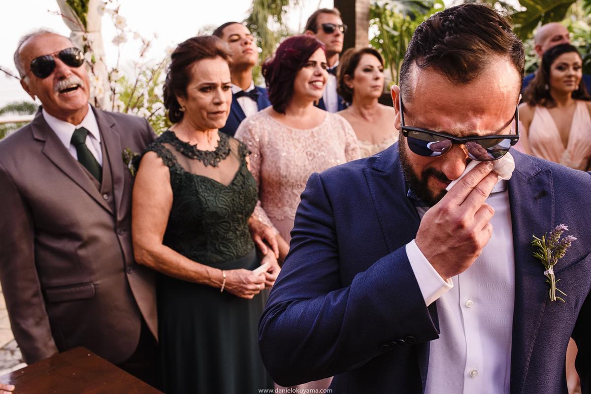 noivo se emociona ao ver a noiva, casamento em santos mansao da ilha