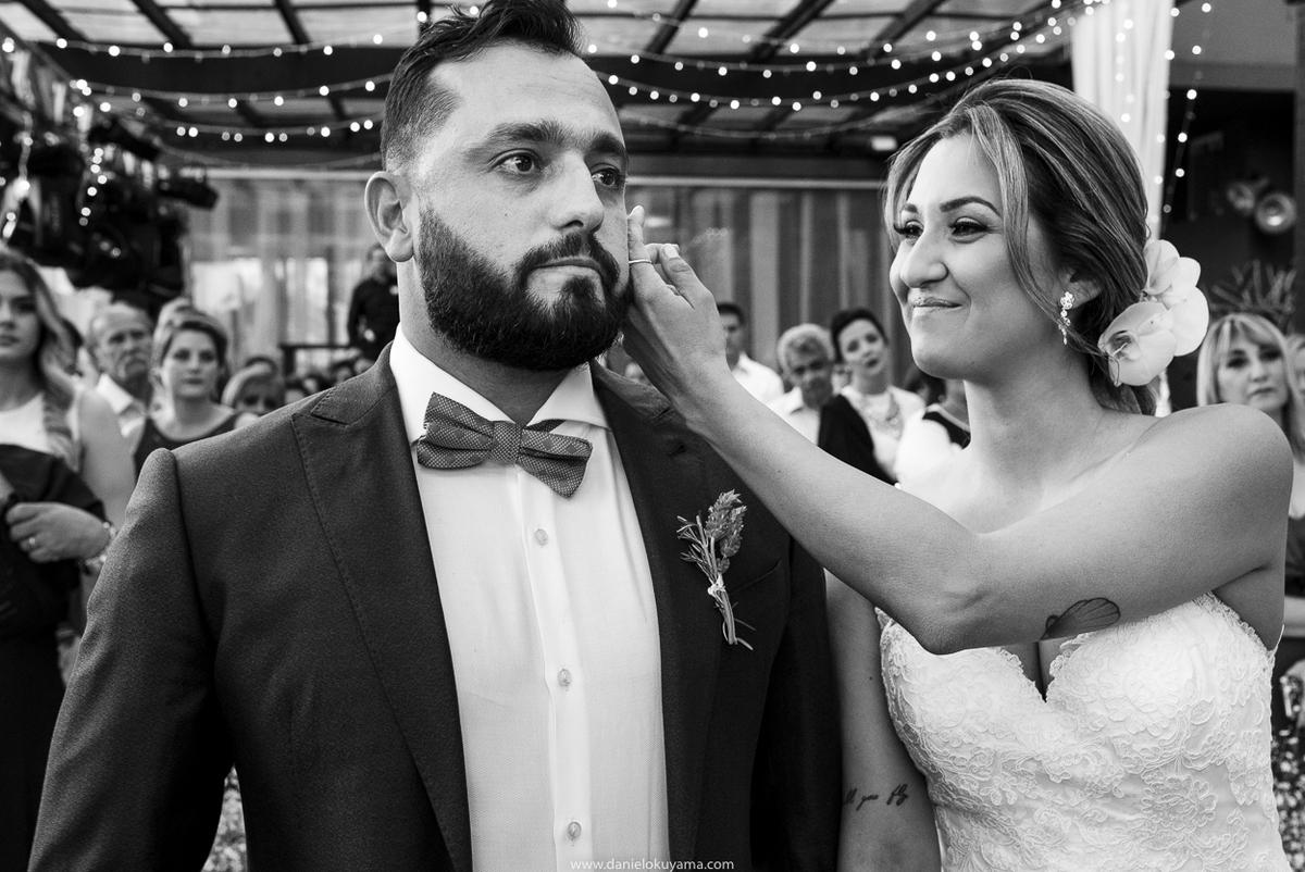 noivos se emocional em casamento em santos fotografo de casamento em santos fotografia espontanea de casamento em santos são paulo