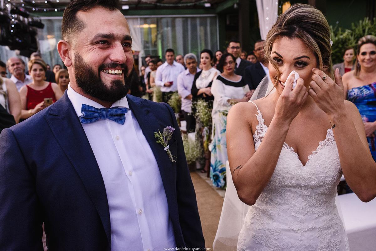 noiva se emociona em casamento em santos fotografia de casamento em santos casamento mansao da ilha