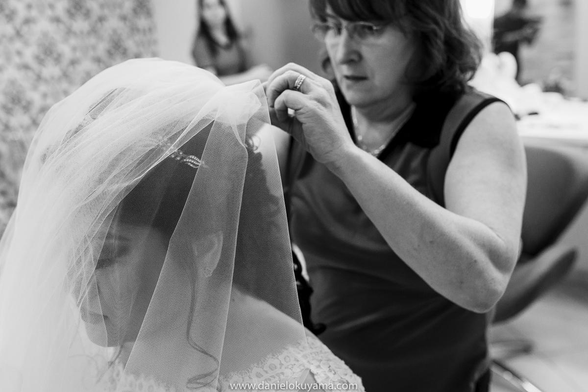 Noiva colocando o véu em São Gotardo - MG