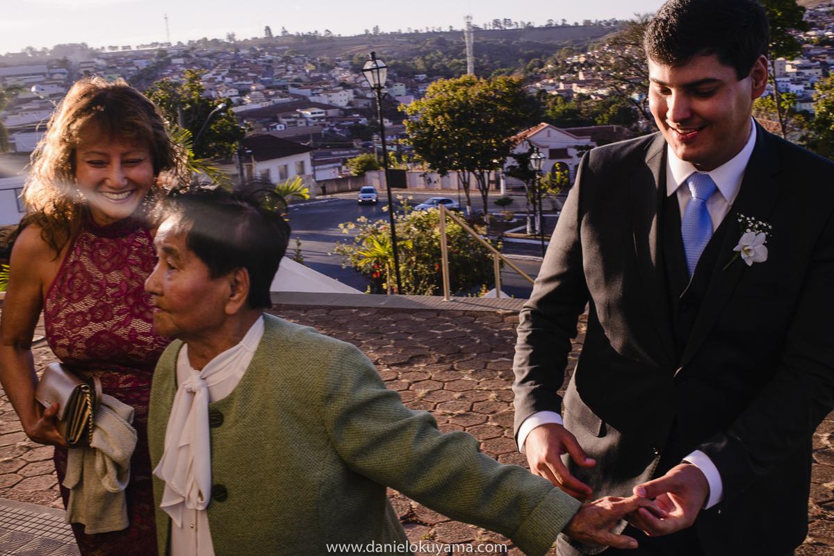 Noivo ajudando avó em São Gotardo -MG